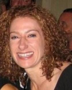 Lauren C Davis